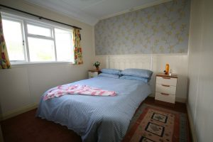 Seaascape-chalet-bedroom-holywell-bay