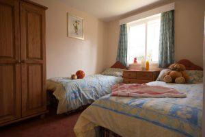 twin bedroom holywell bay