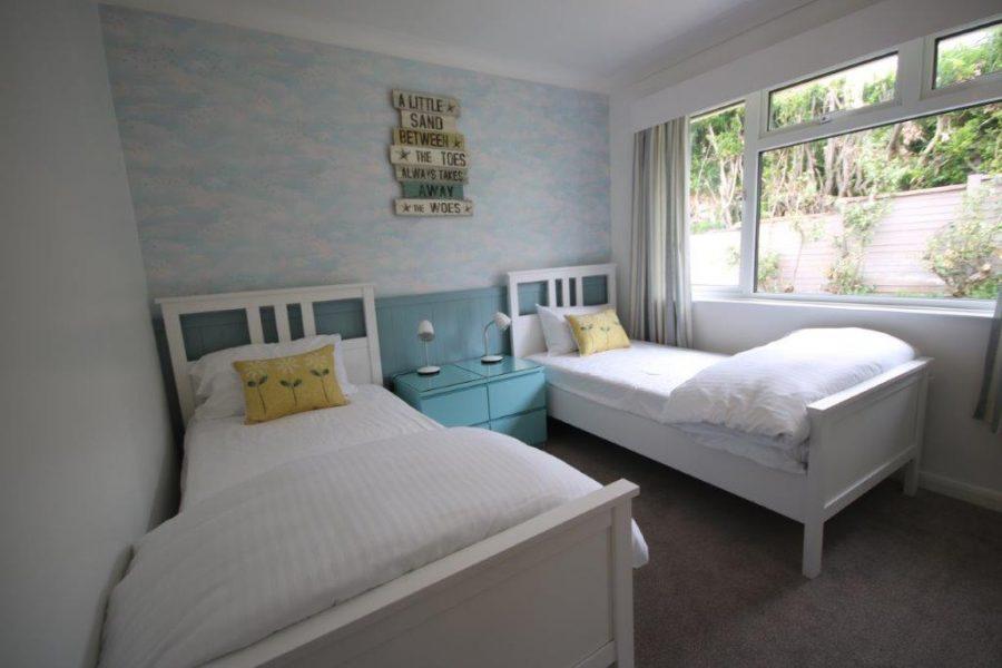 twin bedrooms langarrow