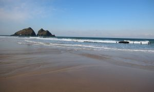 low tide holywell bay