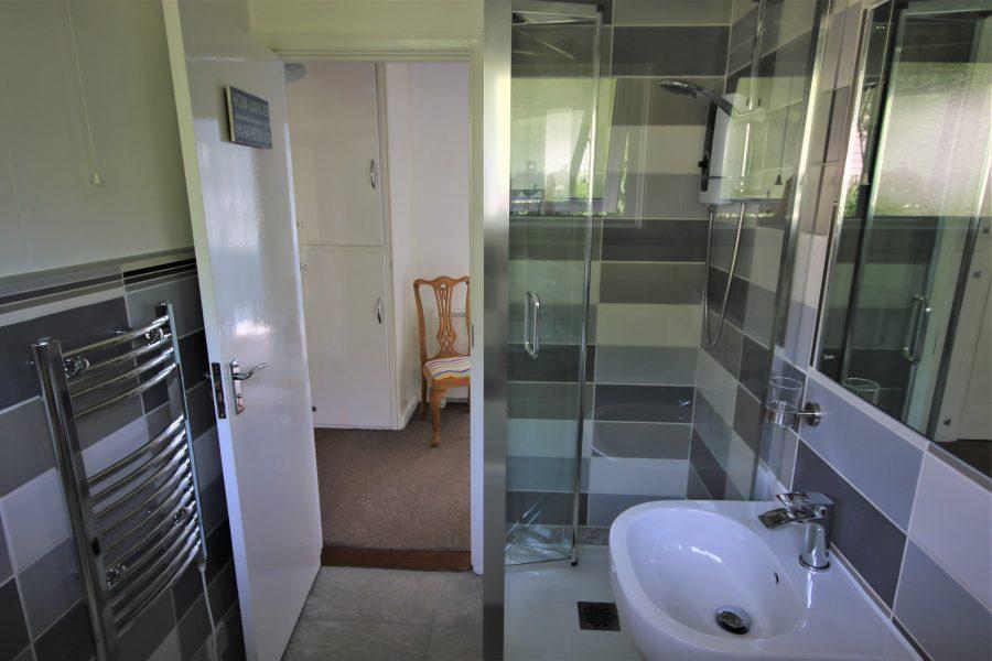 Bathroom Langarrow. Holywell Bay.